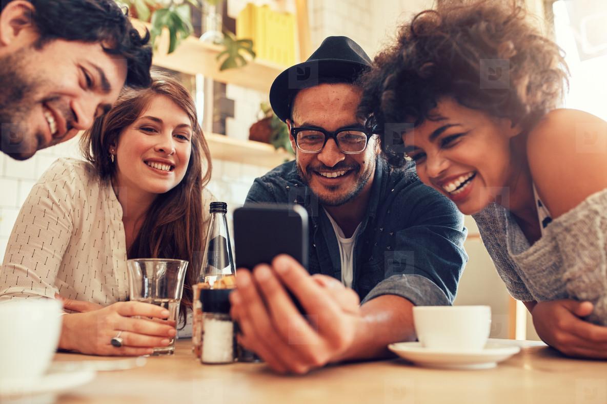 Bio WA menunjukkan jati diri Anda di sosial media
